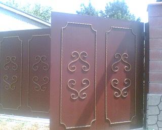 металлические двери с воротами