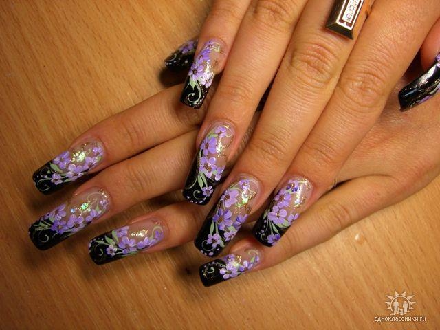 На гелевых ногтях китайская роспись